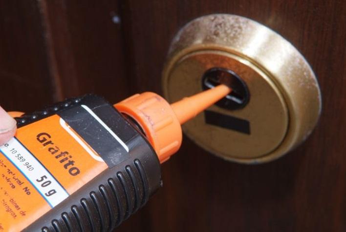 engrasar cerradura puerta